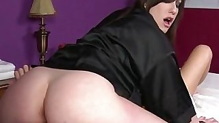 Goth masseuse gets pussy slurped by client